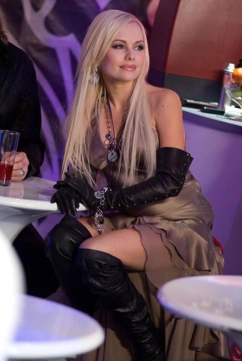 Елена Корикова в голом платье