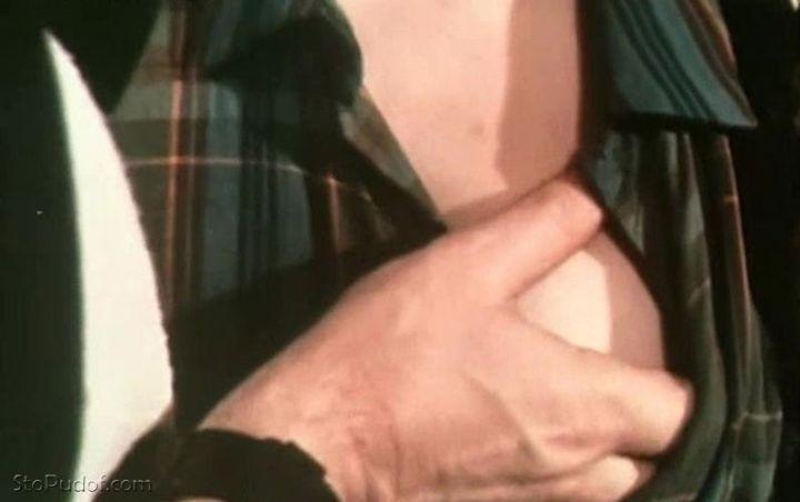 Елена Корикова показала грудь