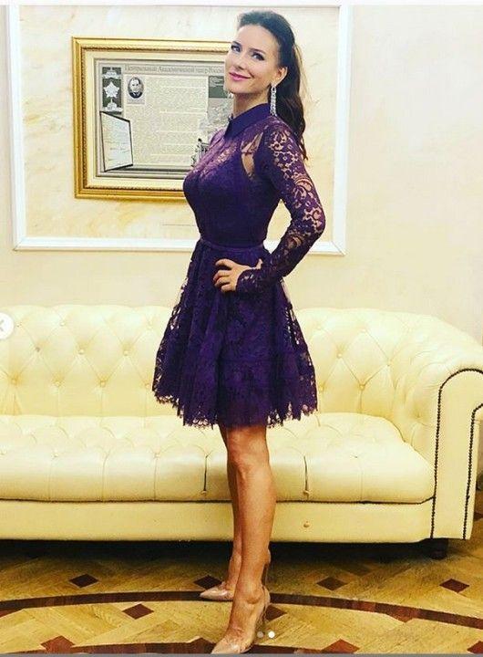 Елена Север в платье