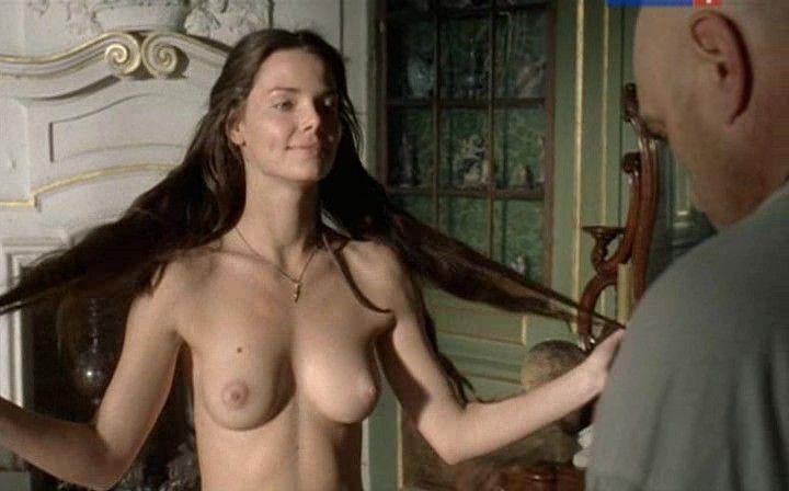 голая грудь Елизаветы Боярской