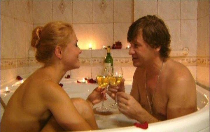 голая Эльвира Болгова в ванной