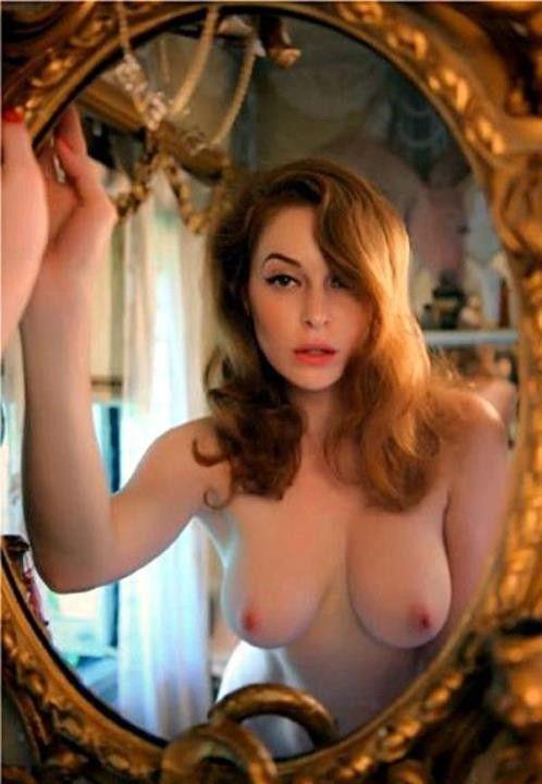 Эсме Бьянко голая грудь