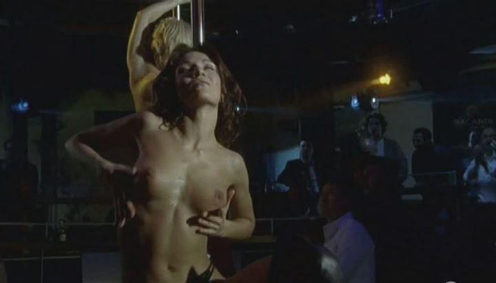 Евгения Брик показала грудь