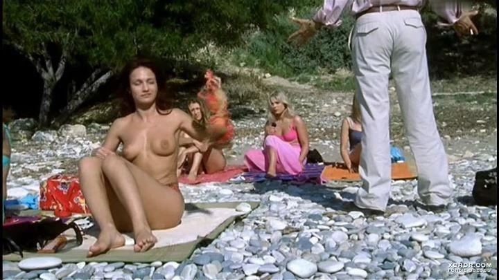голая Евгения Брик на пляже