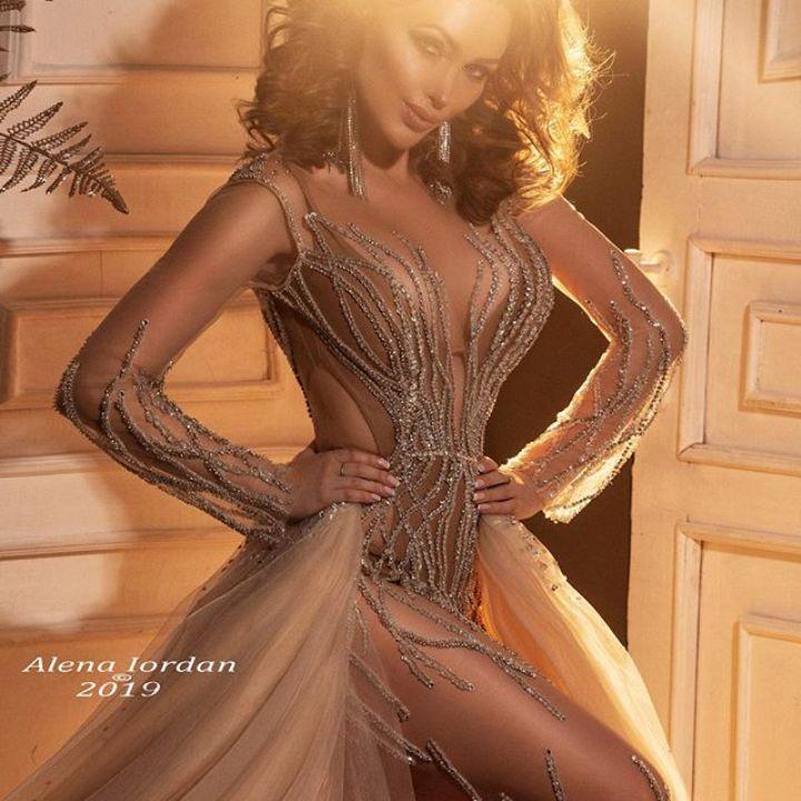 Евгения Феофилактова в голом платье