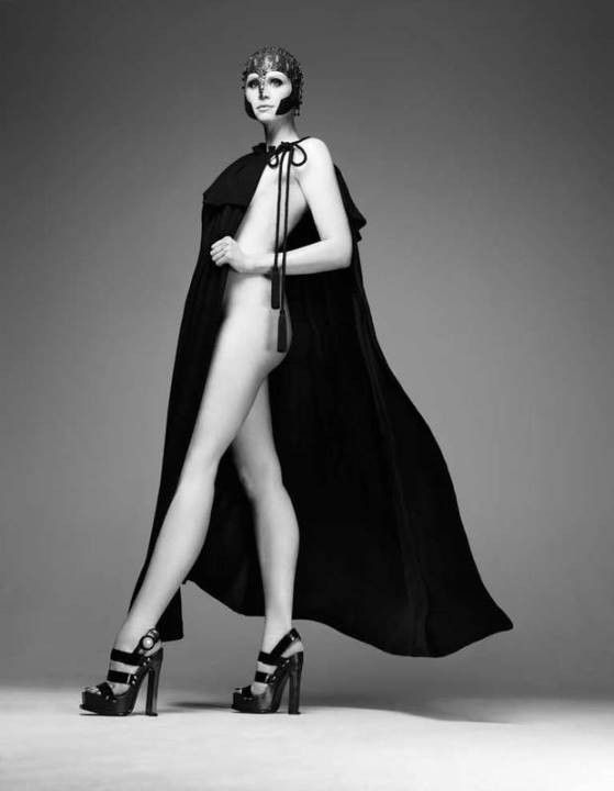 голая Гвендолин Кристи без нижнего белья