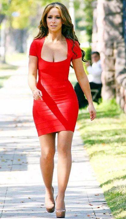 Дженнифер Лав Хьюитт в мини платье