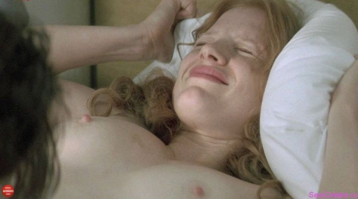 Джессика Честейн грудь