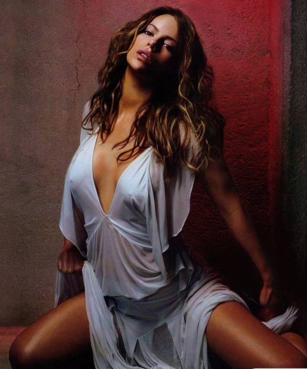 Кейт Бекинсейл с голой грудью