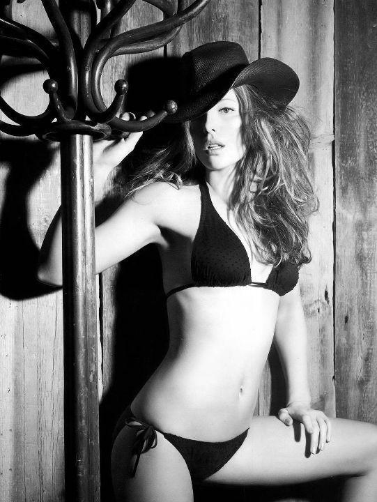 Кейт Бекинсейл в бикини