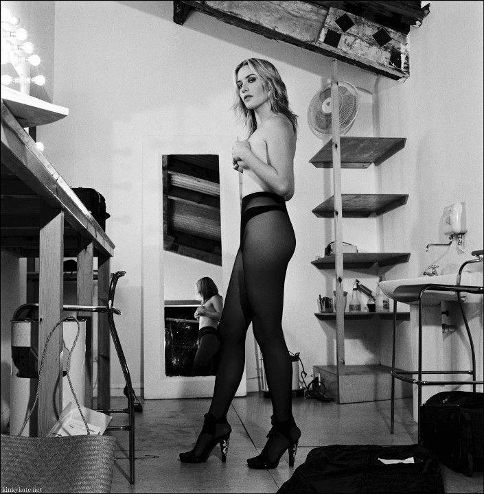 Кейт Уинслет в колготках без лифчика