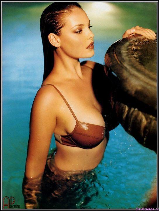 Кэтрин Хейгл в купальнике