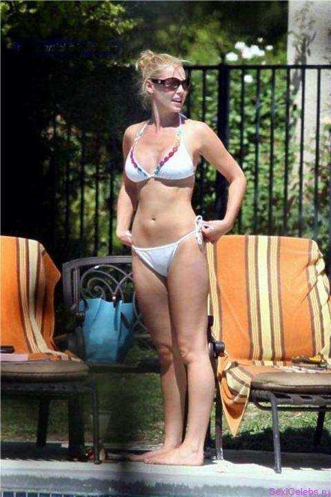 Кэтрин Хейгл в бикини
