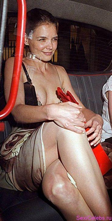 Кэти Холмс засветила грудь
