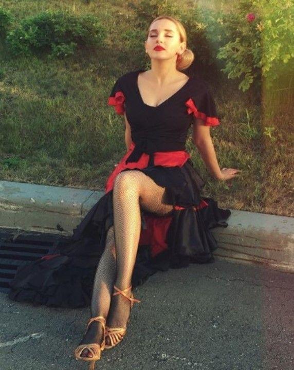 Кристина Каширина засветила ножки