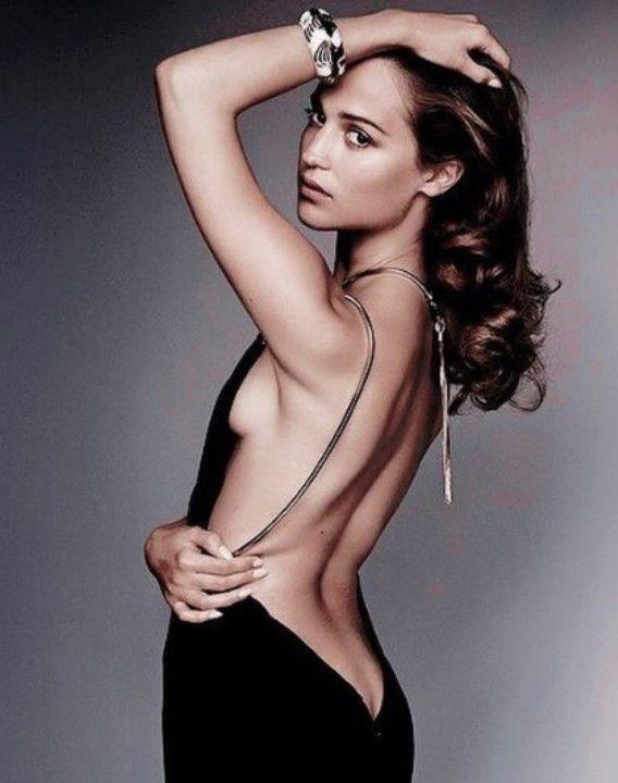 Кристина Каширина с голой грудью