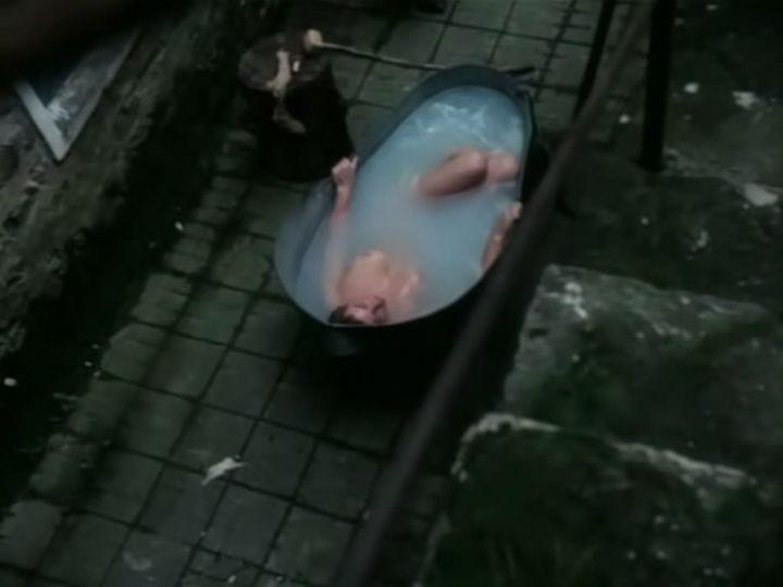 голая Лариса Гузеева в советской ванной