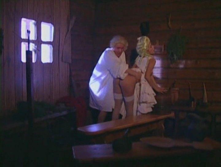 голая Любовь Тихомирова в бане