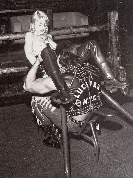 Мадонне делают куни