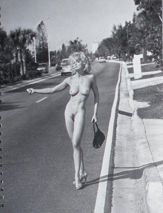 молодая голая Мадонна