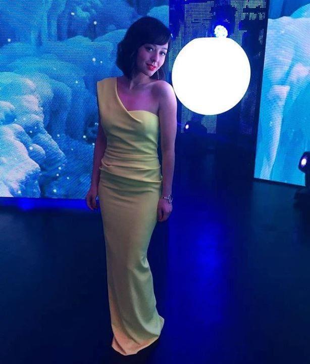 Марина Кравец в платье без лифчика