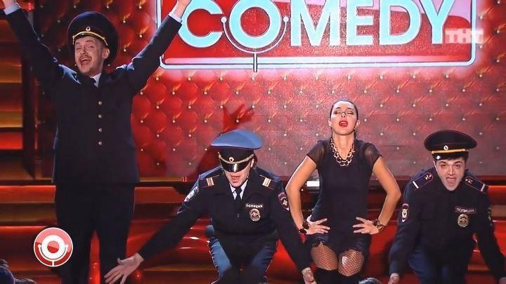 Марина Кравец в чулках на сцене