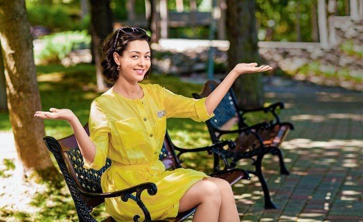 Марина Кравец в коротком платье