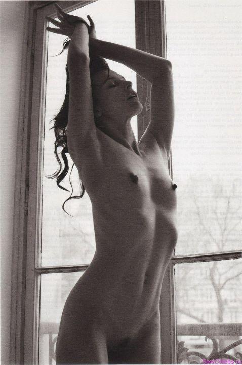 интимная стрижка Миллы Йовович