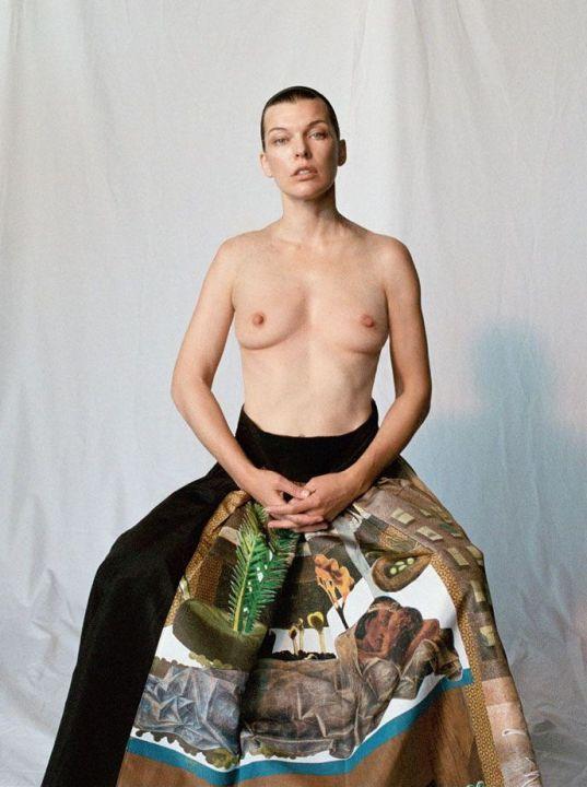 голая грудь Миллы Йовович