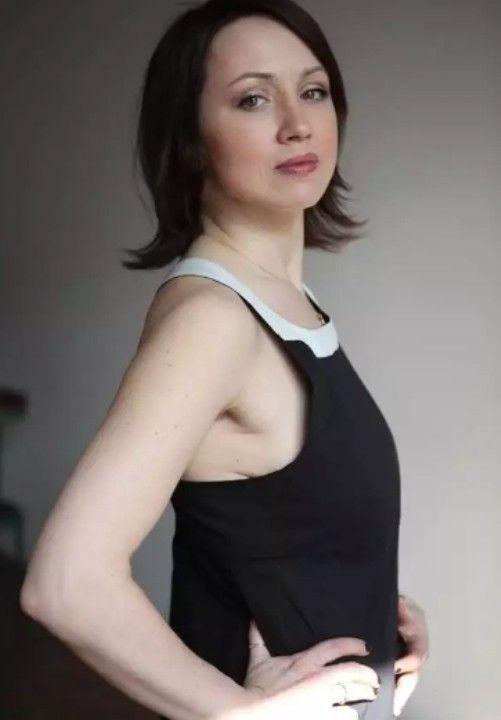Наталья Щукина в платье без лифчика