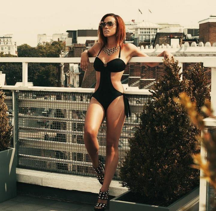 Натали Эммануэль фото в купальнике