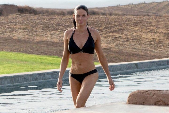 Ребекка Фергюсон в купальнике