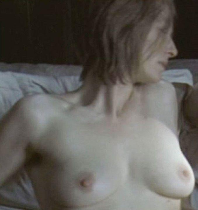 Тильда Суинтон грудь