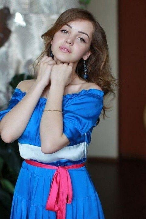 Василина Юсковец фото в платье