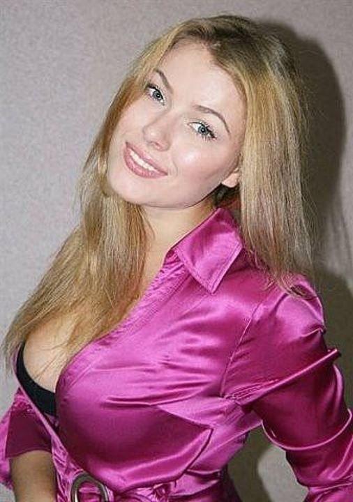 Виктория Маслова обнажила грудь