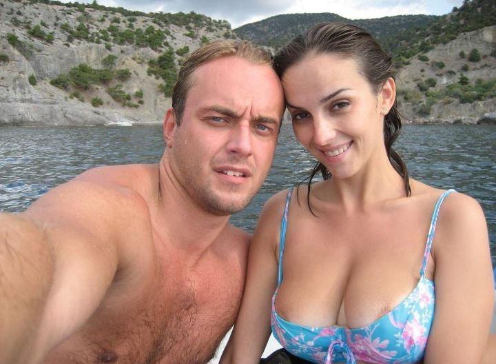 Юлия Зимина в тесном купальнике