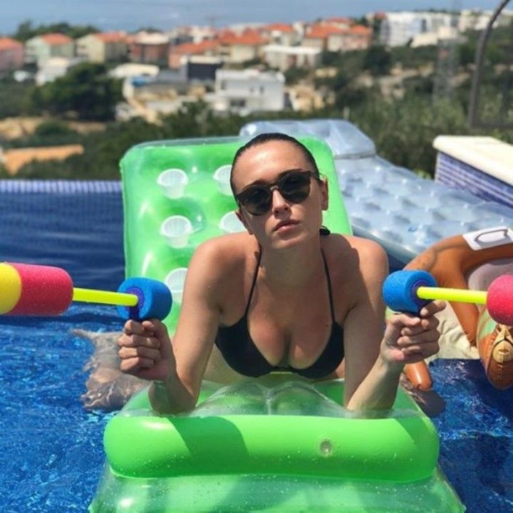 Александра Булычева грудь в купальнике