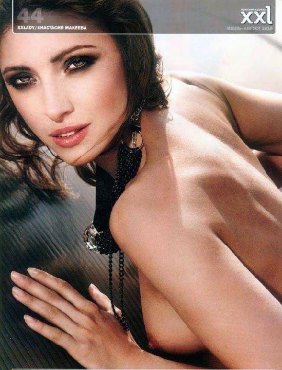 Анастасия Макеева с голой грудью