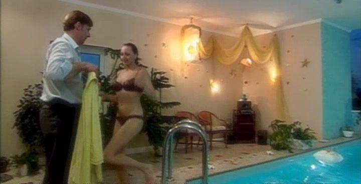 Дарья Повереннова в купальнике