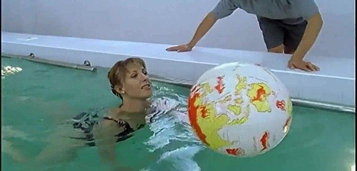 Елена Яковлева в купальнике