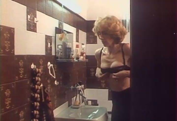 Елена Яковлева в лифчике