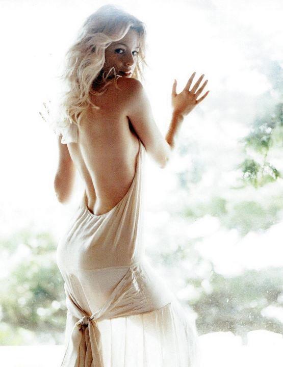 Элизабет Бэнкс в голом платье