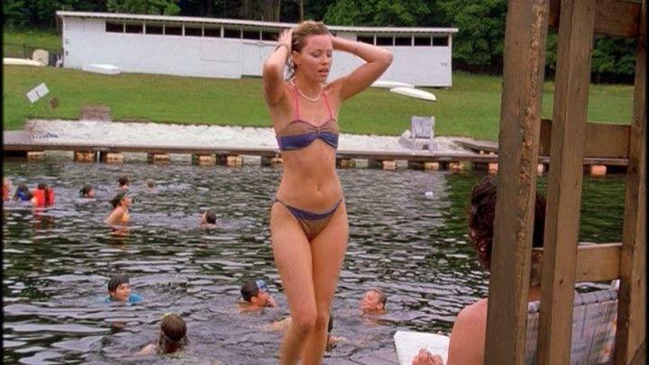 Элизабет Бэнкс в купальнике
