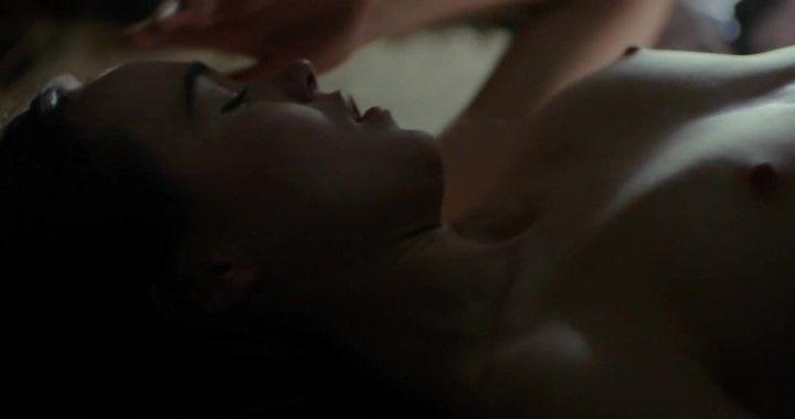 Эллен Пейдж с голой грудь