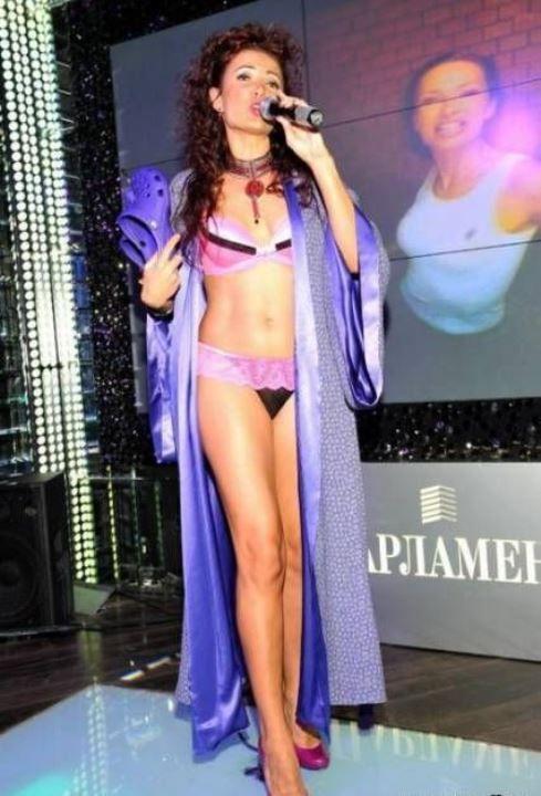 Эвелина Бледанс в нижнем белье
