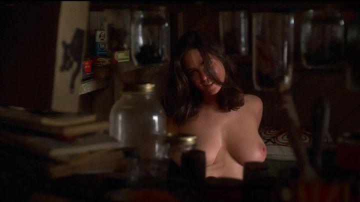 Дженнифер Коннелли с голой грудью