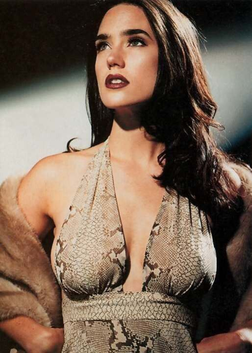 Дженнифер Коннелли в голом платье без лифа