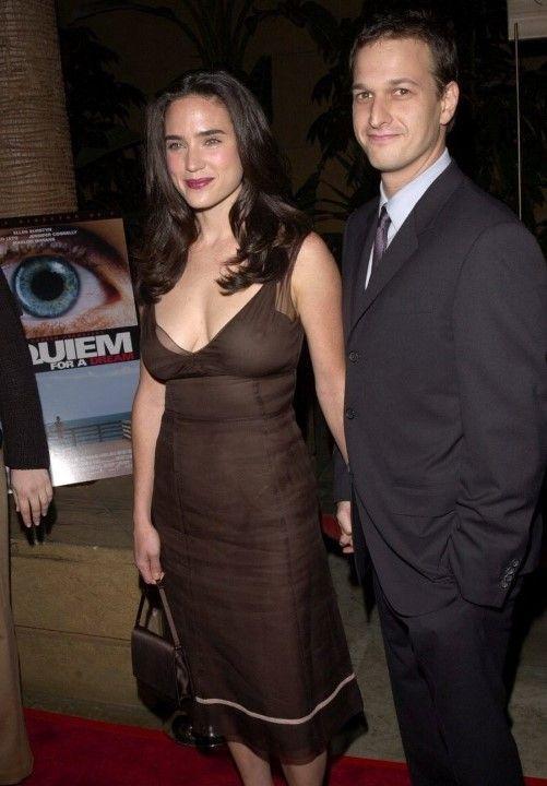 Дженнифер Коннелли в голом платье