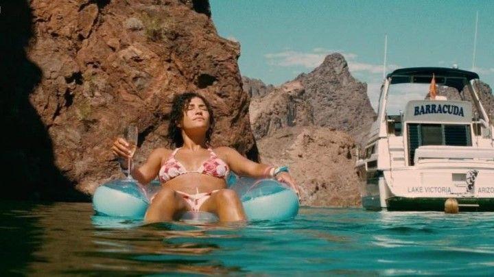 Джессика Зор в купальнике