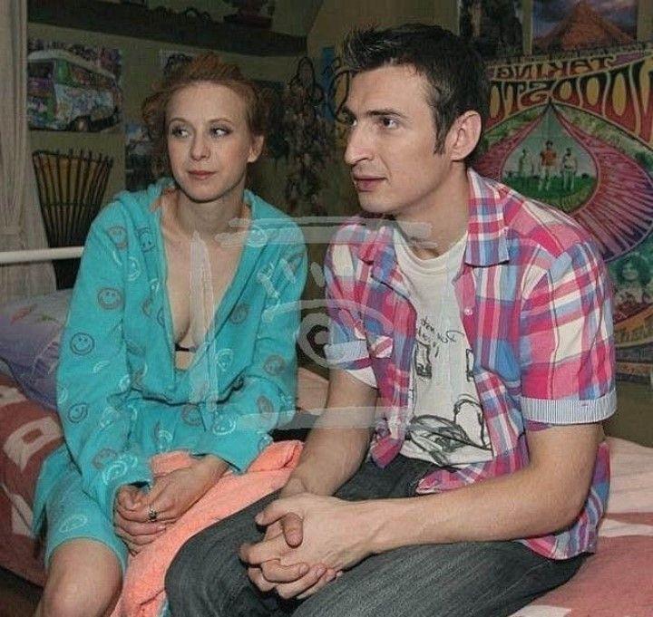 Лариса Баранова в халате без лифчика